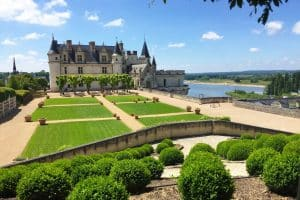 Guided tours of Amboise with a guide in costume