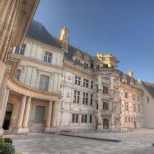 Le château de Blois depuis la cour